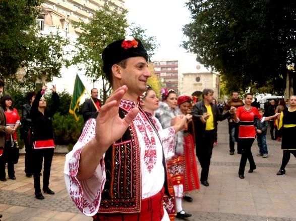"""фестивал """"Мизия танцува"""""""