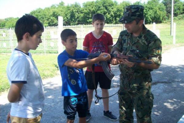 деца военно формирование белене