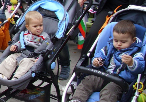 деца в колички