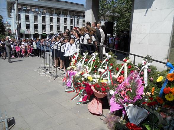 24 май цветя