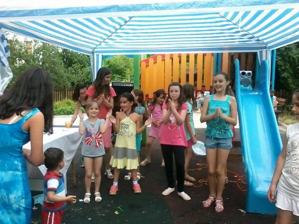 Детска площадка Мара Денчева - юг празник