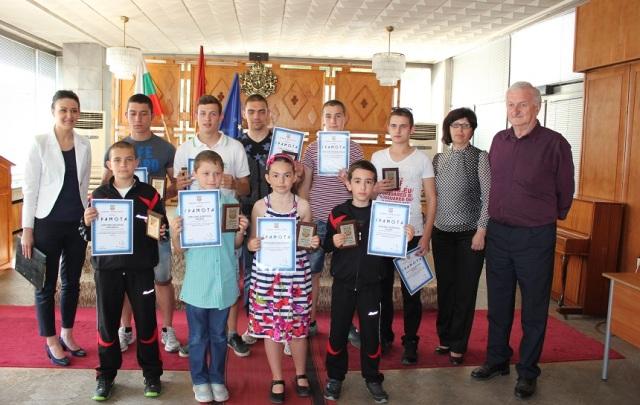 Отличени спортисти община червен бряг
