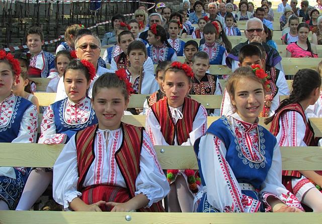 IMG_0616Фолклорен фестивал Летене театър