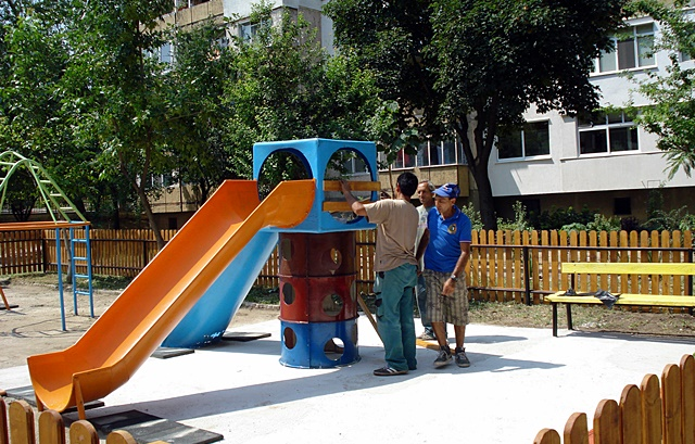 детска площадка Сторгозия