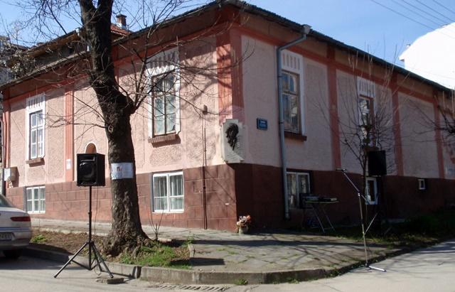къща барелеф Емил Димитров