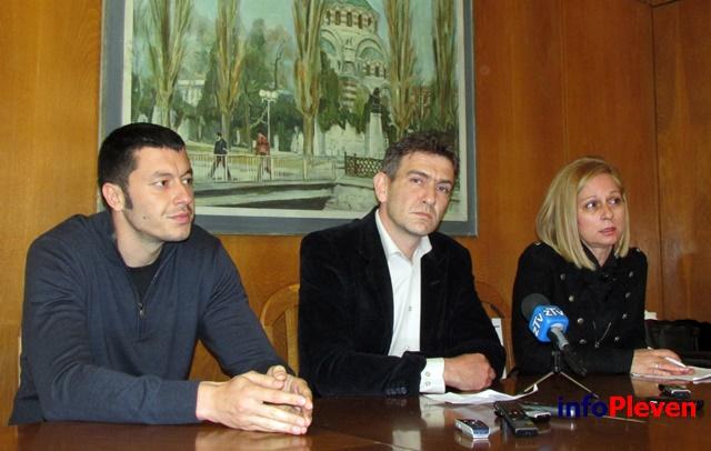 Стефан Бурджев Свилен Атанасов Ева Маринова