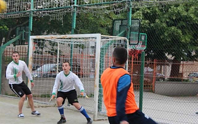 2016-05-10-futbol-abiturienti-uchiteli-17