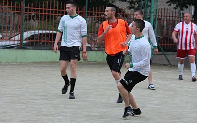 2016-05-10-futbol-abiturienti-uchiteli-23