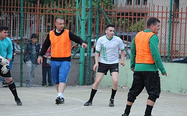 2016-05-10-futbol-abiturienti-uchiteli-28