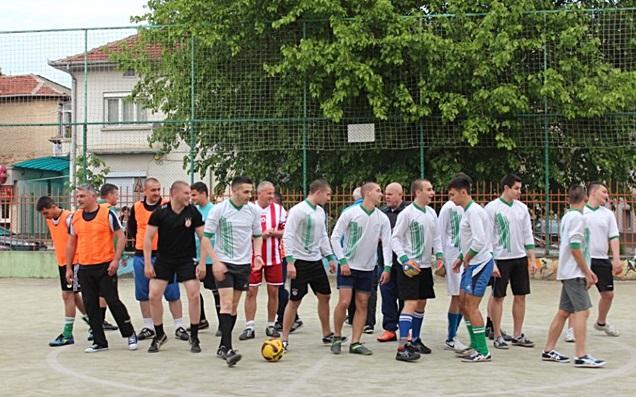 2016-05-10-futbol-abiturienti-uchiteli-4
