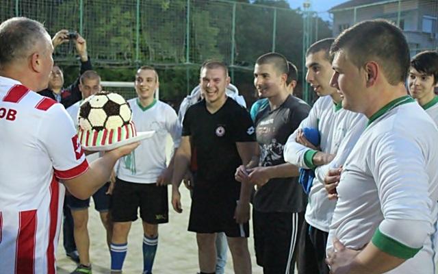 2016-05-10-futbol-abiturienti-uchiteli-89
